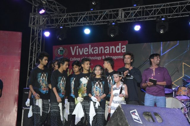Vyom-2016- The-Rock-Show